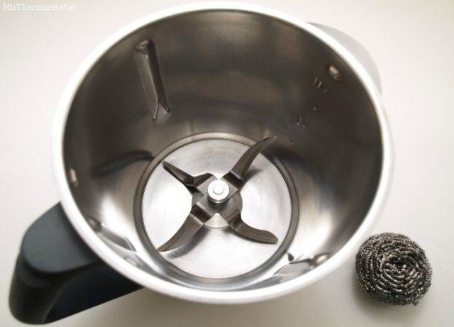Comment nettoyer le fond du thermomix s'il est brûlé ou taché – astuce